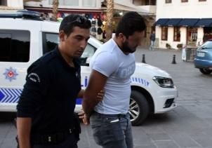 'Hero' yazılı tişört giyen genç gözaltına alındı
